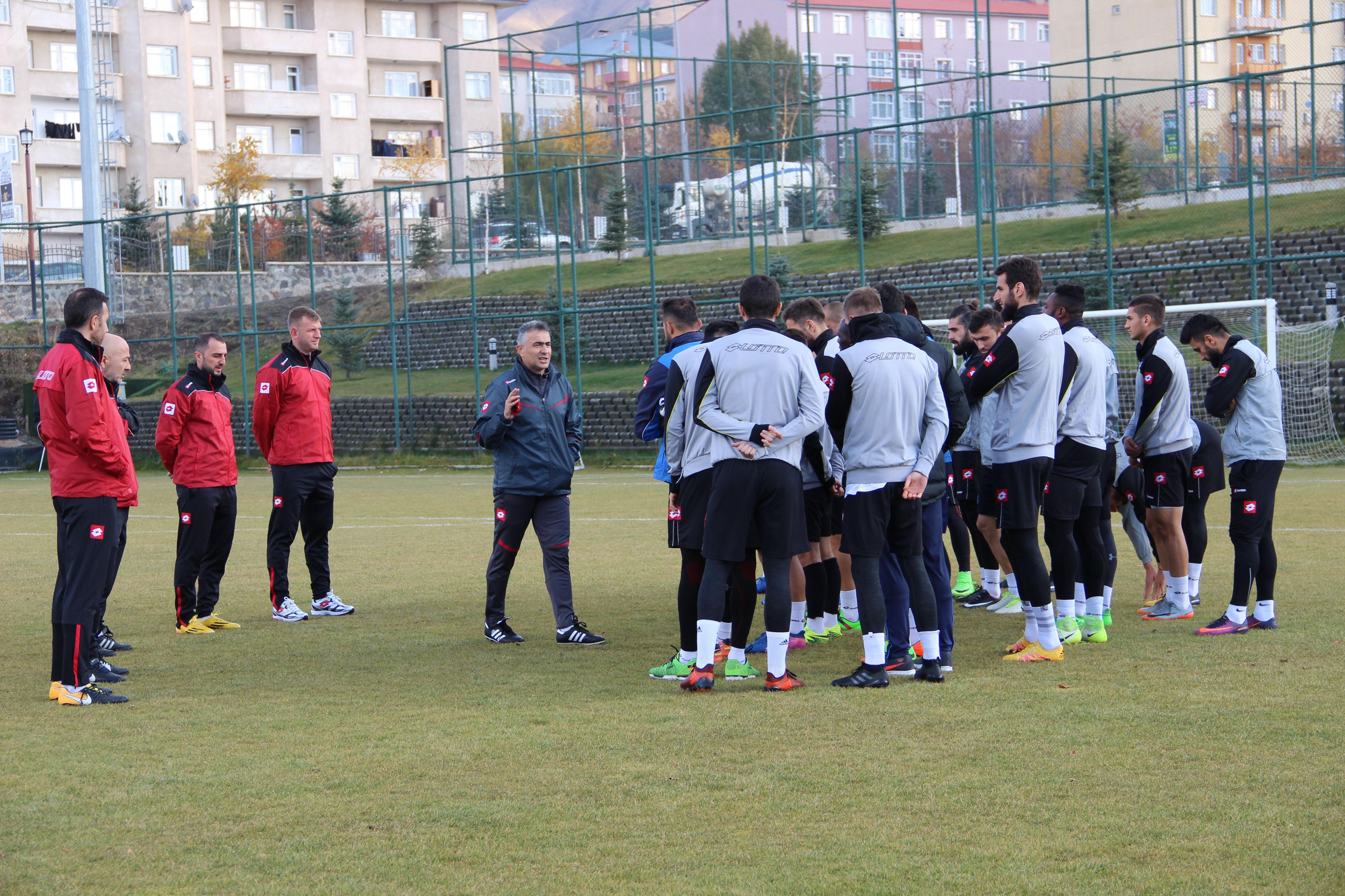 BŞB Erzurumspor'da Altıparmak, ilk antrenmanına çıktı