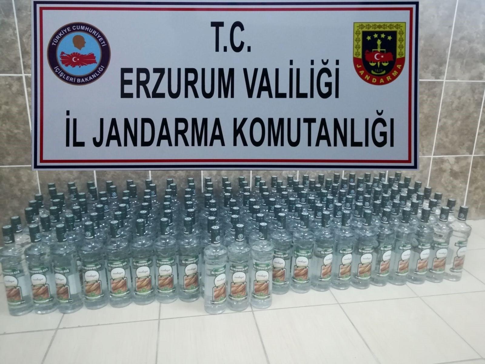 Erzurum'da 161 şişe kaçak alkol ile bin paket kaçak sigara ele geçirildi