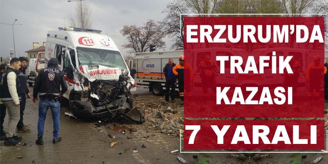 Erzurum'da ambulans traktörle çarpıştı: 7 yaralı