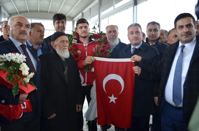 """Taşkesenligil, """"Ertürk Kardeşlerden Zafer Bekliyoruz"""""""