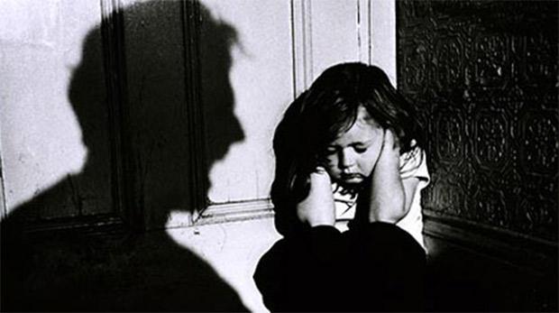 Mahkemede babasının yaptığı işkenceyi anlattı