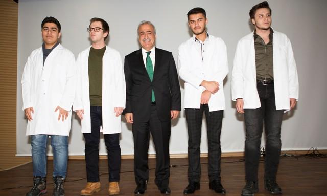 Diş Hekimliği Fakültesi birinci sınıf öğrencileri beyaz önlüklerini giydi
