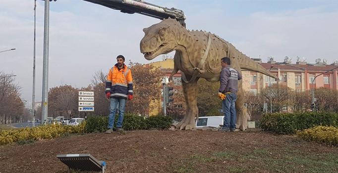 Ankara'daki dinazor maketi kaldırıldı
