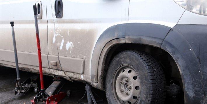 Erzurum'da Araç İşçinin Üzerine Düştü