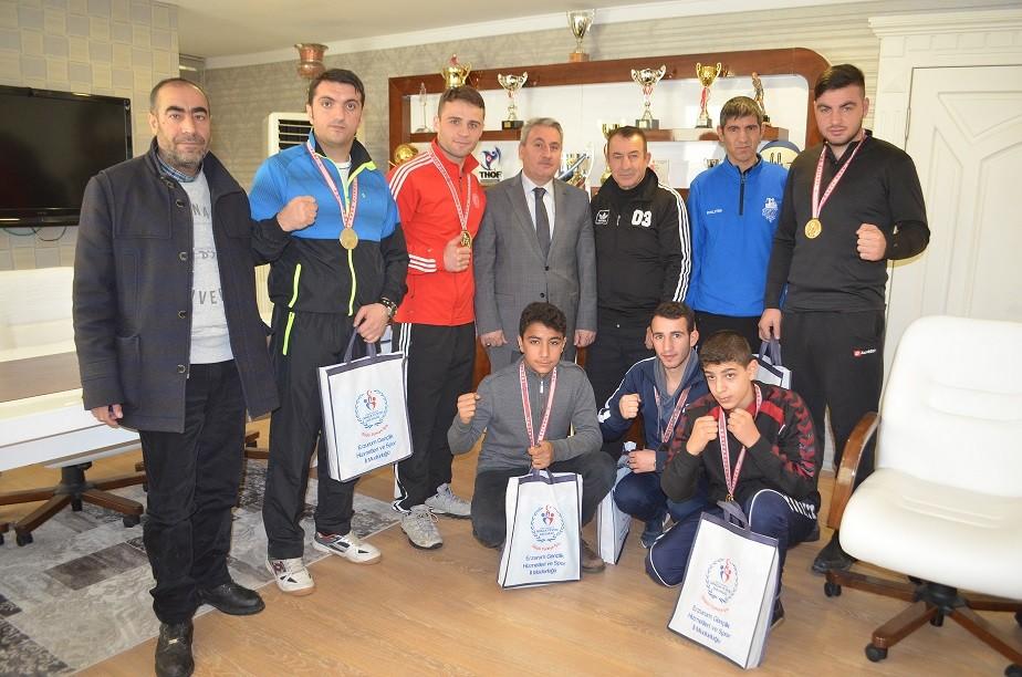 Erzurum'un altın yumrukları ödüllendirildi