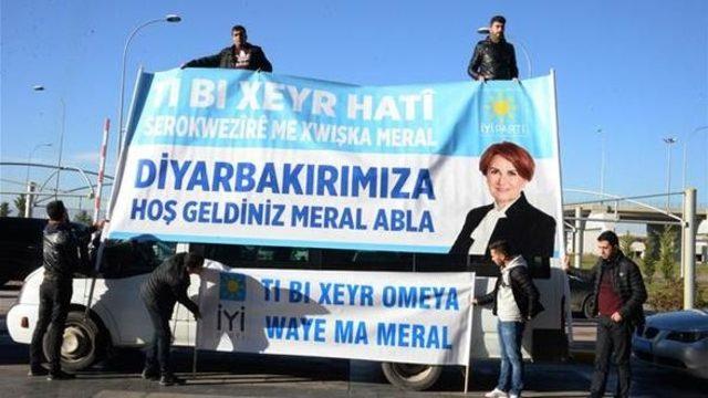 Meral Akşener, Diyarbakır'da Kürtçe afişle karşılandı