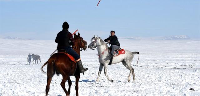 Kars'ta Yaşatılmaya Çalışılan Cirit Geleneği Nefes Kesti