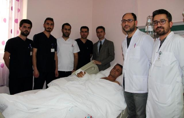 Omuz Hizasından Kopan Kol Erzurum'da Yerine Dikildi