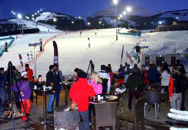 Palandöken'de Aralıksız 12 Saat Kayak Keyfi