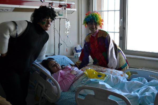 Hastanedeki Çocuklara Tiyatro Gösterisi
