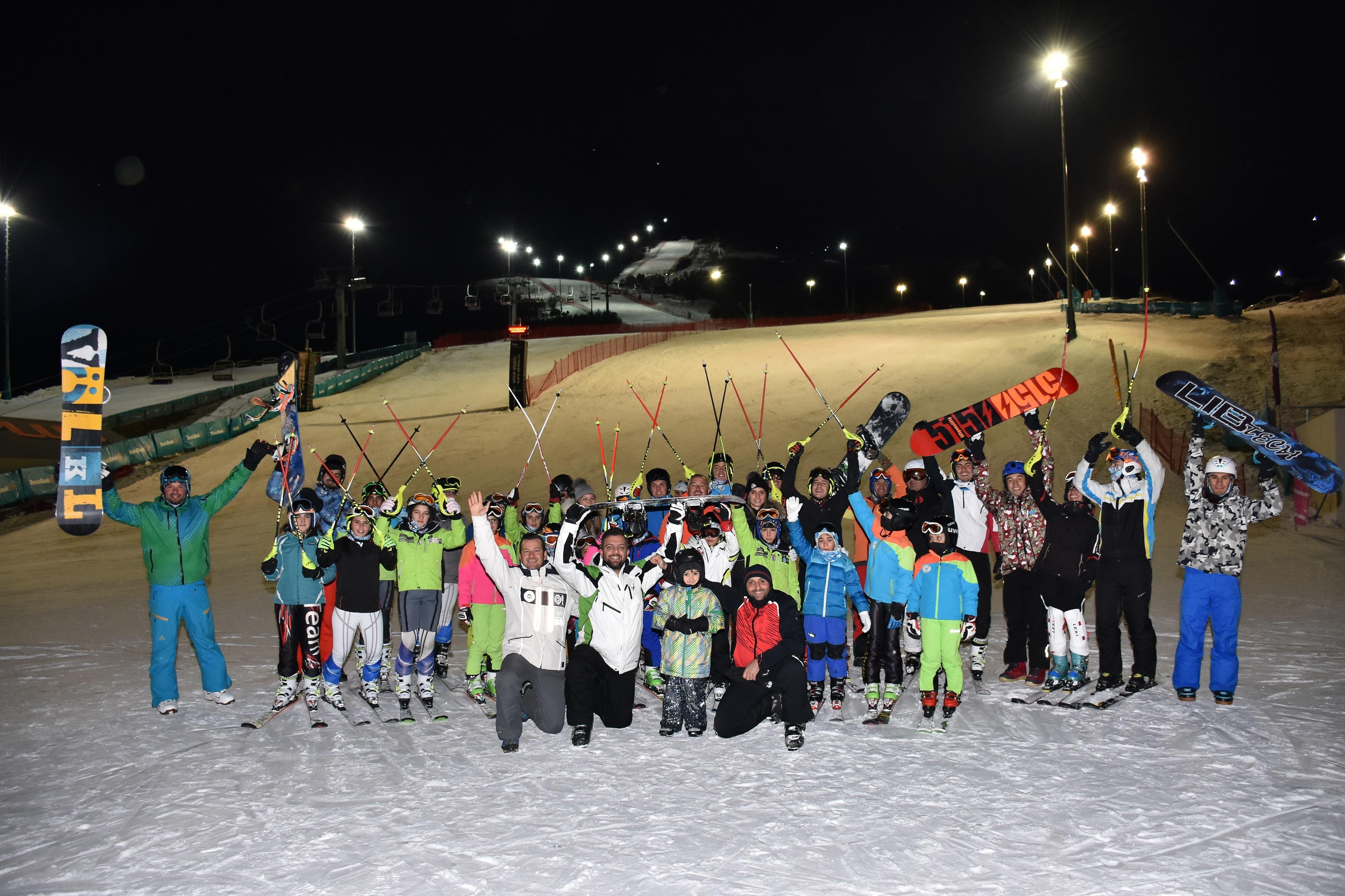 Kayak kulübü gümbür gümbür