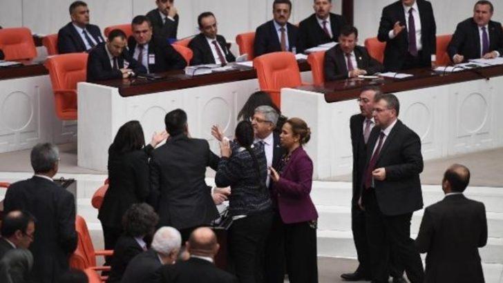 Meclis'te Man Adası gerginliği! Birbirlerinin üzerine yürüdüler