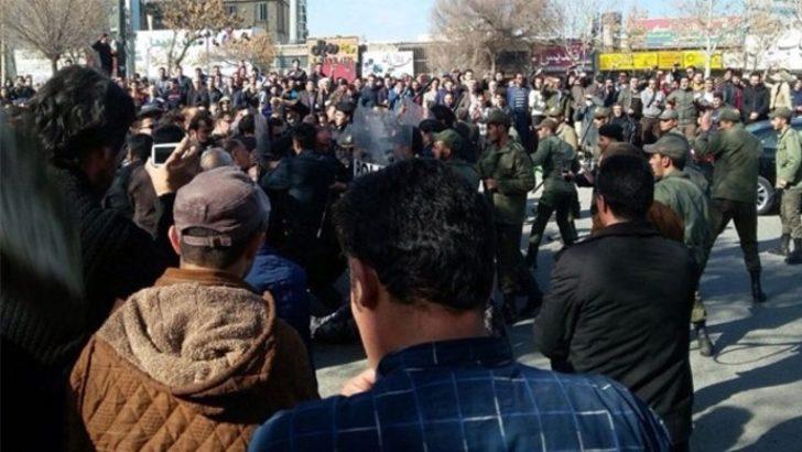İran karıştı: Hayat pahalılığını protesto ediyorlar