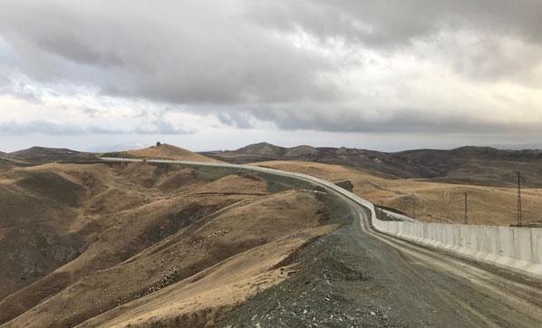İran sınırındaki duvarın yarısı tamamlandı