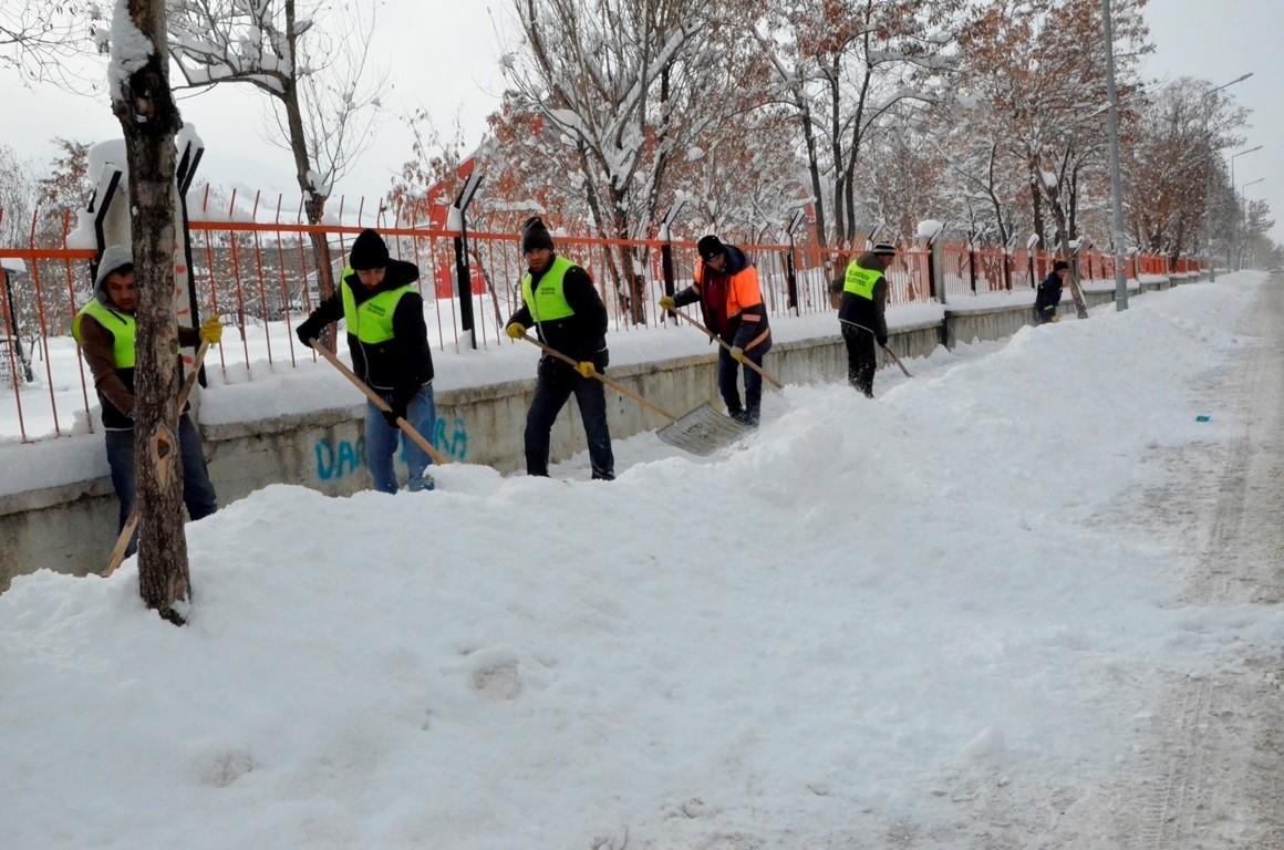 Palandöken Belediyesi'nden kar yağışına anında müdahale