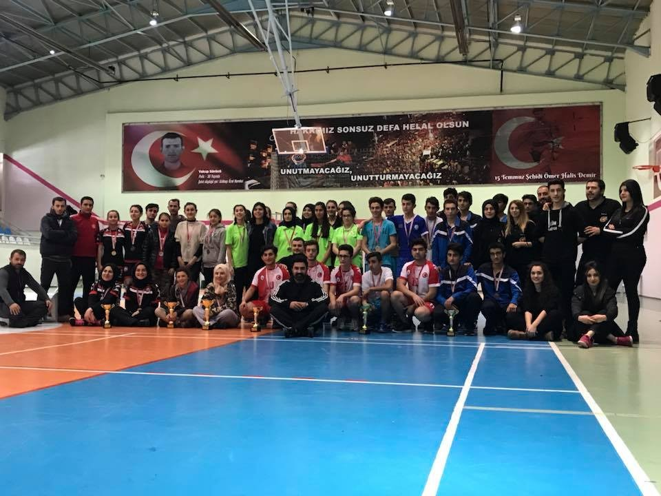 Badminton rüzgarı liselerde esti