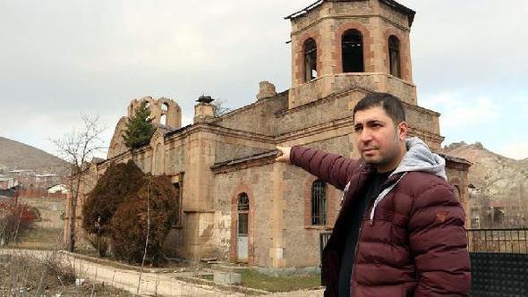 Çatısında çam ağacı yetişen kilise, bu yıl da restore edilmeyecek