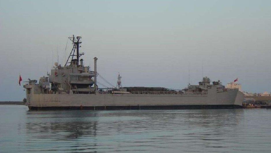 Askeri gemide yangın! 11 asker hastaneye kaldırıldı