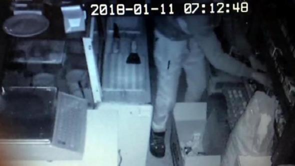 Erzurum'da Sigara hırsızları kamerada