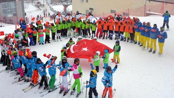 Teröre, 2 bin 300 rakımlı zirvede Türk bayraklı protesto