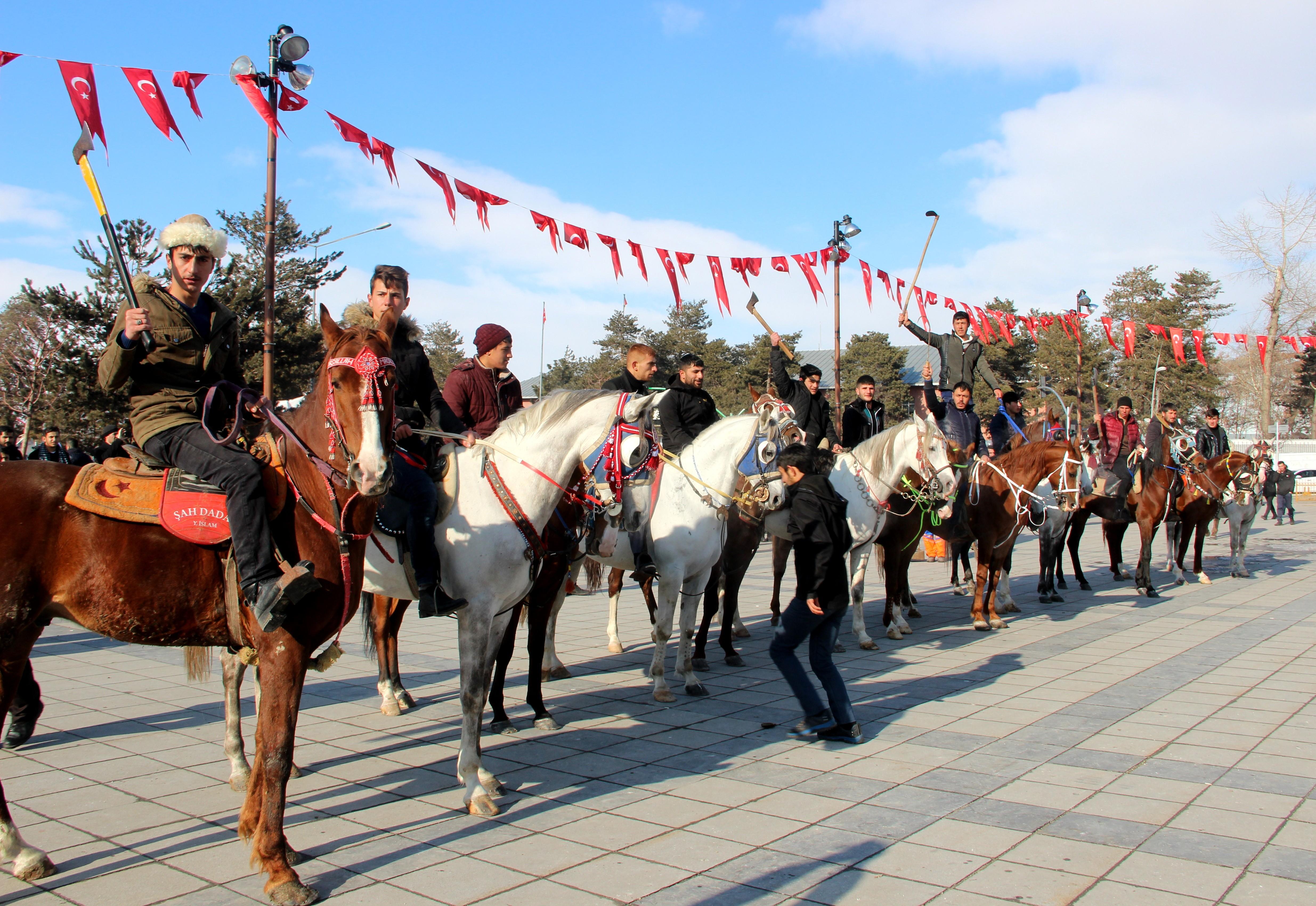 Atlı cirit ekibinden Zeytin Dalı Harekatı'na destek