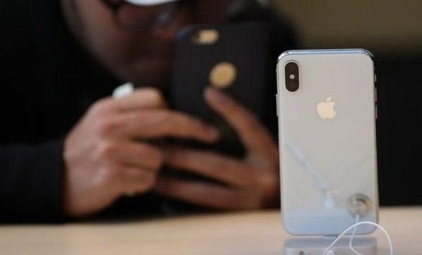 Apple daha az iPhone sattı, kârı rekor kırdı