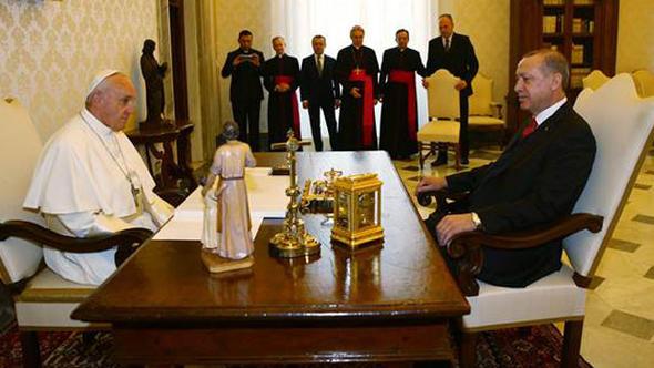 Cumhurbaşkanı Erdoğan, Papa Françesko ile görüşüyor