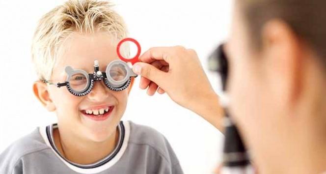 Göz doktorundan anne ve babalara önemli uyarı