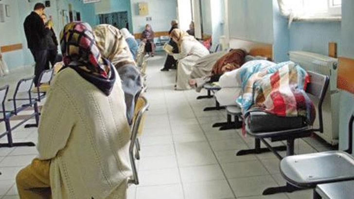 Hastanedeki banklarda sabahlamaya son!