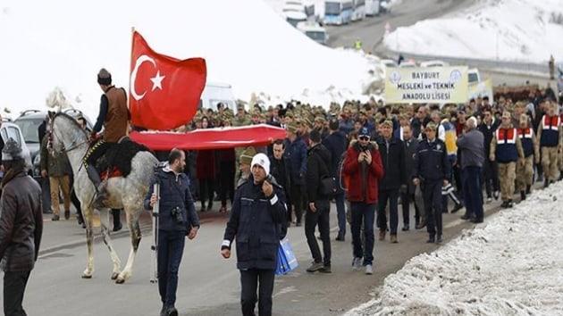 """Kop Dağı'nda """"Şehitlere Saygı Yürüyüşü"""""""