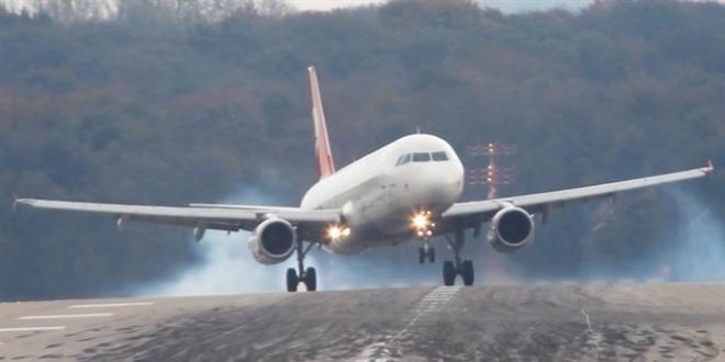Kars'ta Hava Ulaşımına Rüzgar Engeli