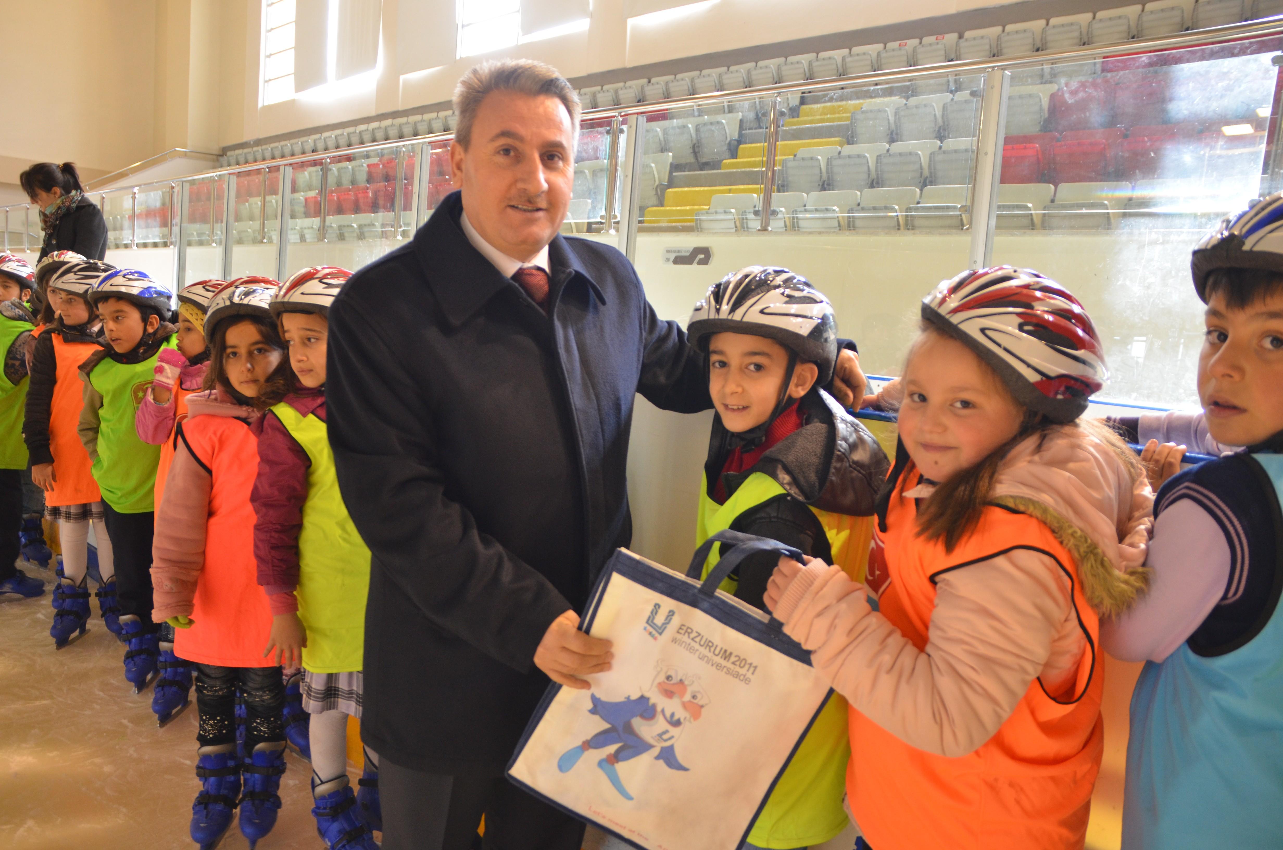 """Taşkesenligil: """"Erzurum'a olimpiyat yakışır"""""""