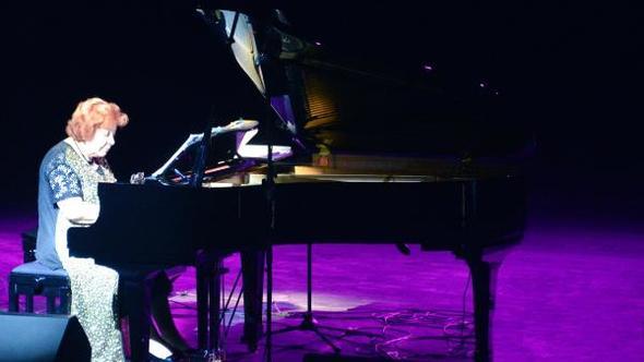 Azeri piyanist, 1 yıllığına geldiği Erzurum'da 20'nci yılını doldurdu