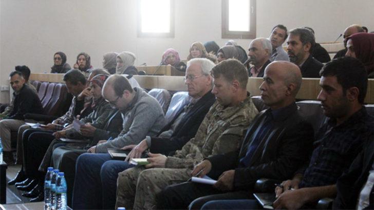 ABD'li askerler YPG'li teröristlerle buluştu! Menbiç'te şok görüntü