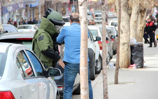 Erzurum'da Şüpheli Çanta Fünyeyle Patlatıldı
