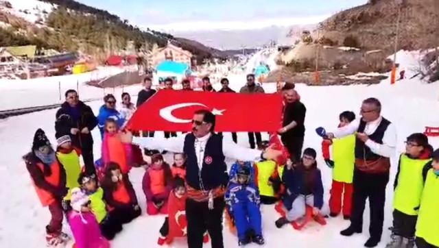 """Dadaşlardan Palandöken'de """"Bir Gece Afrin'e Girebiliriz"""" Türküsü"""