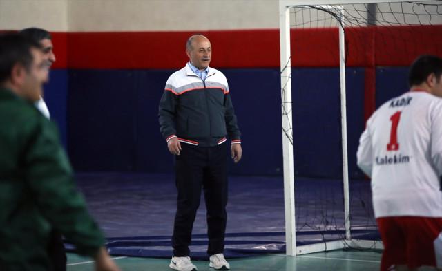 Vali Azizoğlu Down Sendromlu Çocuklarla Top Oynadı