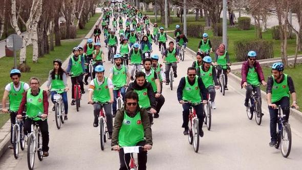 Erzurum'da Öğrenciler, olimpiyata destek için 12 kilometre pedal çevirdi