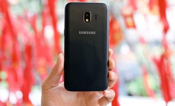 Samsung'dan öğrencilere özel internetsiz akıllı telefon!