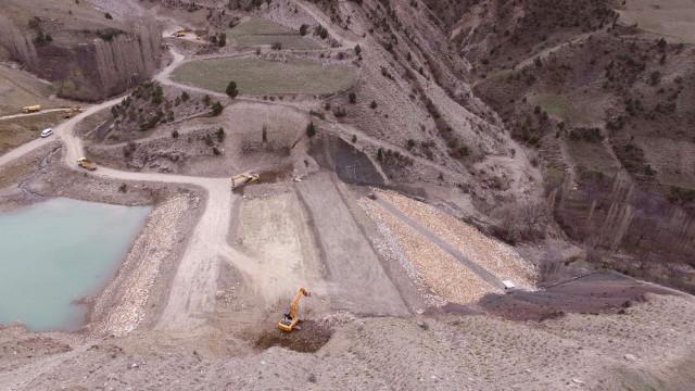 Uzundere Kirazlı Göleti'nde Çalışmalar Devam Ediyor