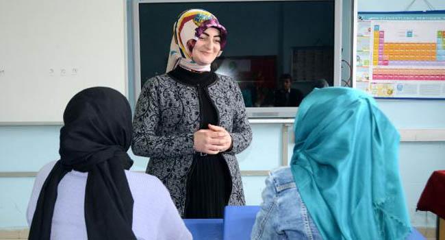 Köyün Tek Okuyan Kızı, Öğretmen Oldu Kızları Okullu Yaptı