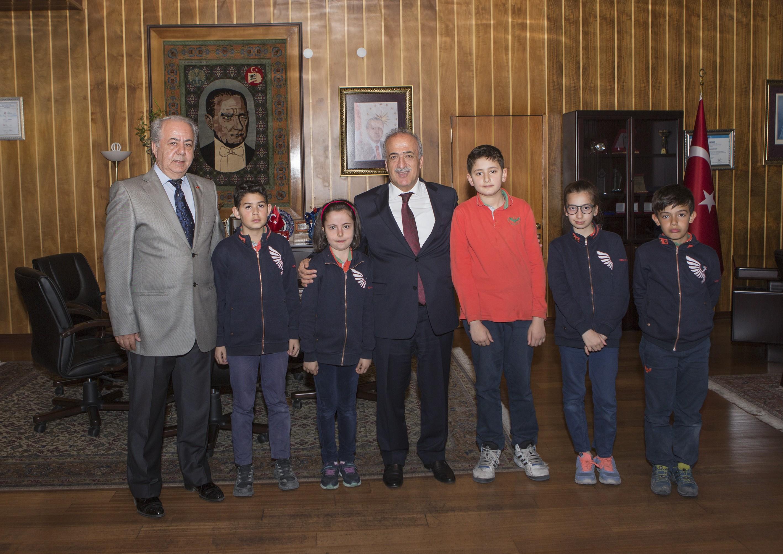 Makedonya yolcusu öğrenciler Rektör Çomaklı'yı ziyaret etti