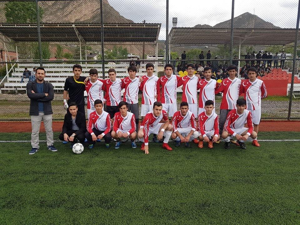 Futbolun şampiyonu Fen Lisesi