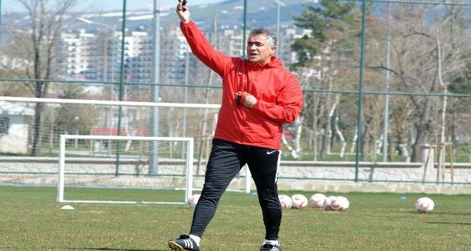 """Mehmet Altıparmak: """"Erzurumspor'da devam etmek isterim"""