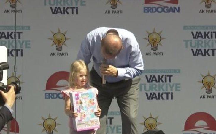 Erdoğan'ın minik kıza sorduğu soru Isparta mitingine damga vurdu