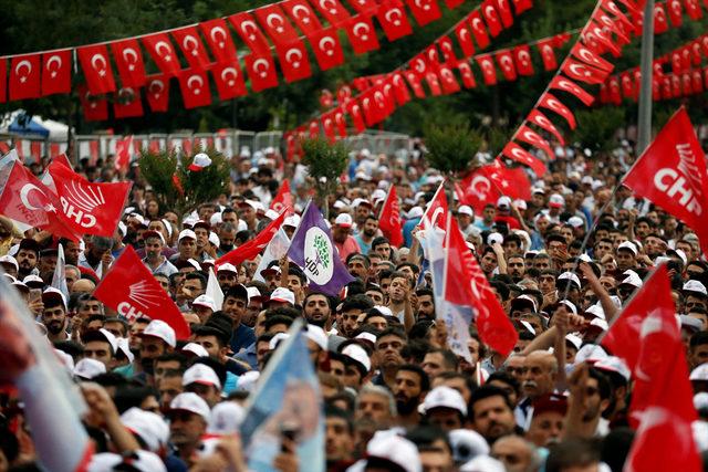 İnce'nin Diyarbakır mitingindeki HDP bayraklarına tepki