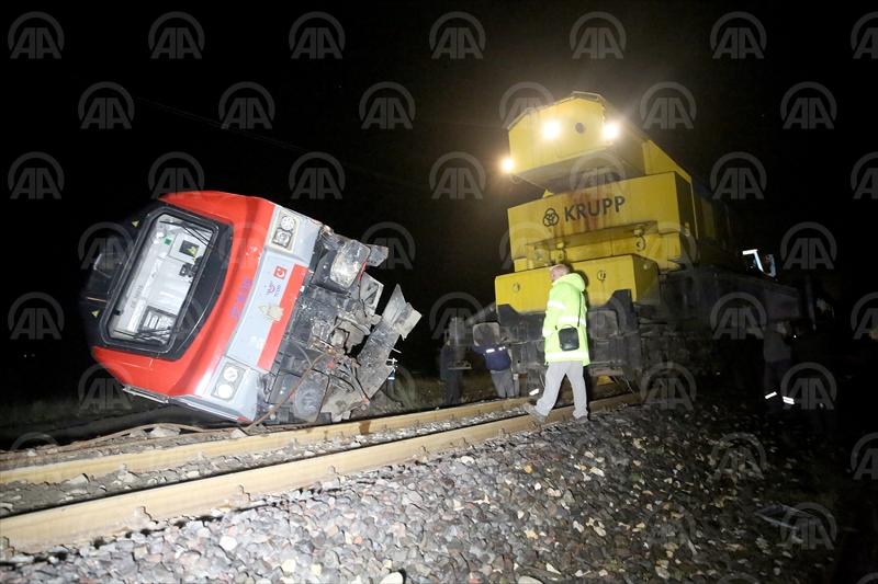 Erzincan'da yük treninin raydan çıktı