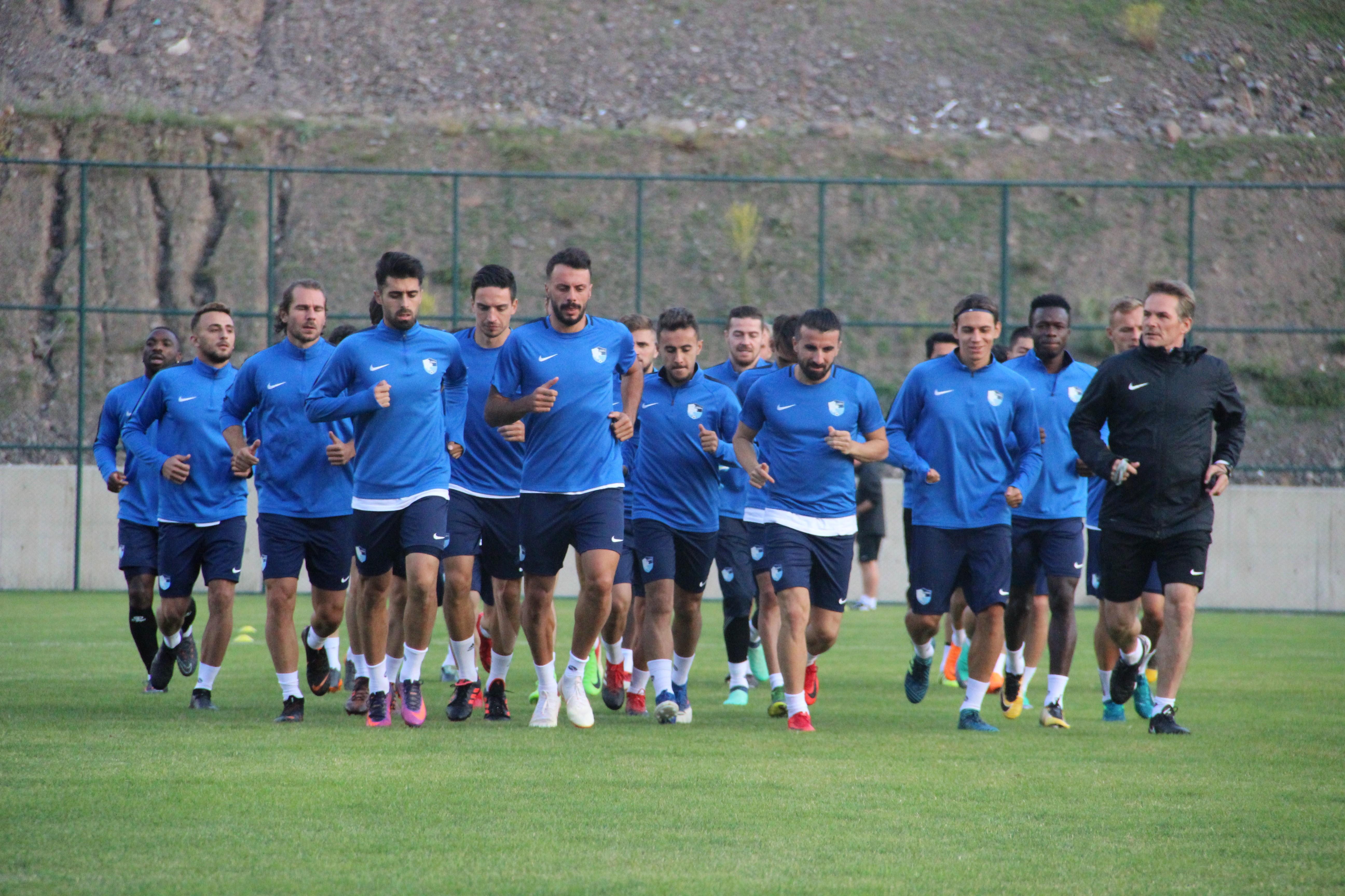 B.B. Erzurumspor'un antrenmanına yoğun ilgi