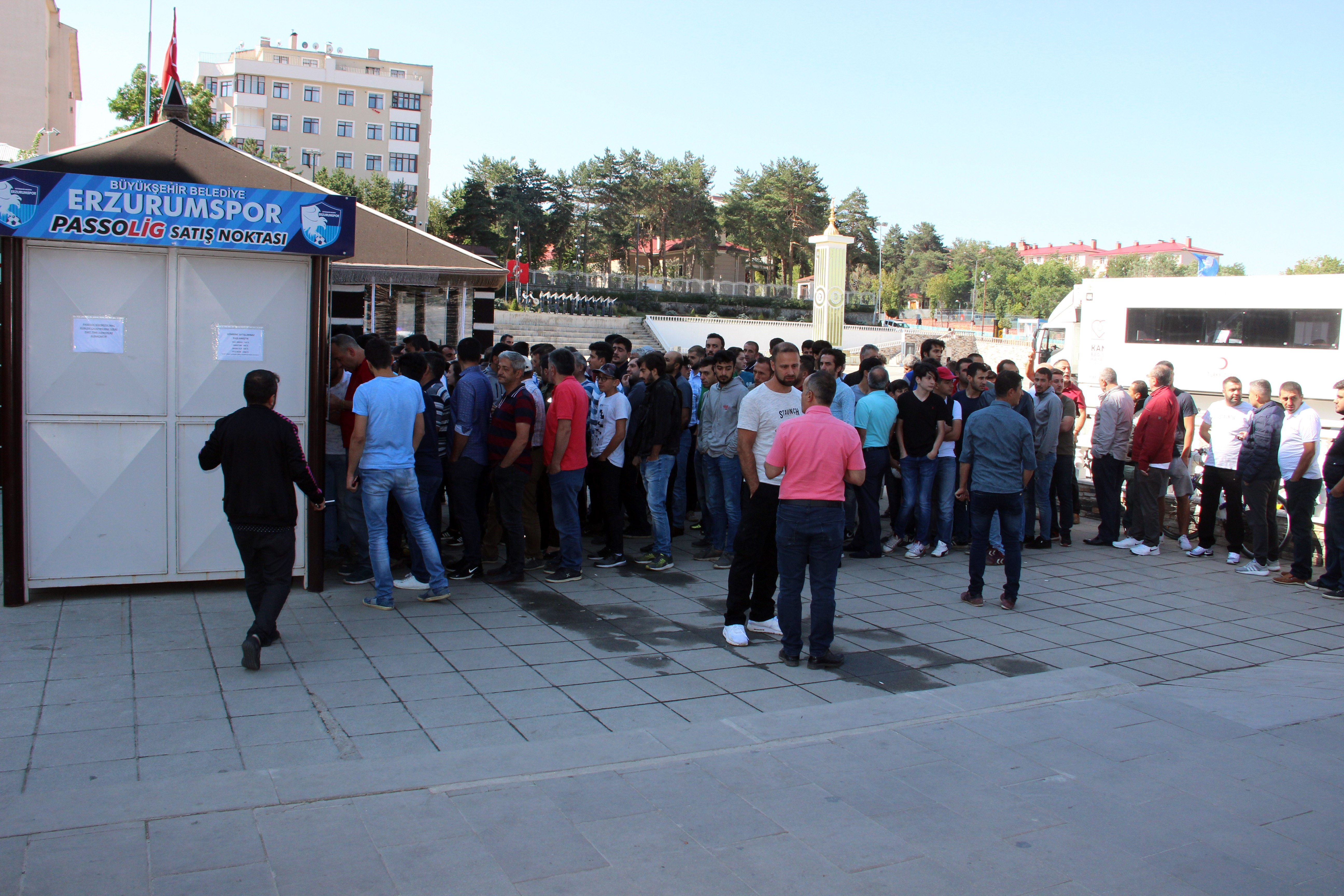 Erzurum'da Beşiktaş maçı biletlerine yoğun ilgi