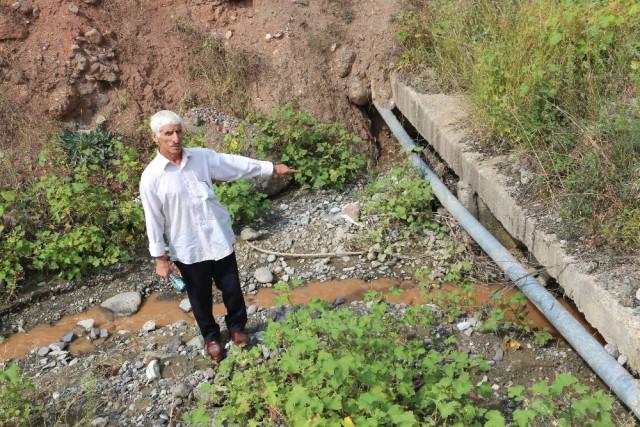 Menfezlerde Biriken Sel Suları Bahçelere Zarar Veriyor